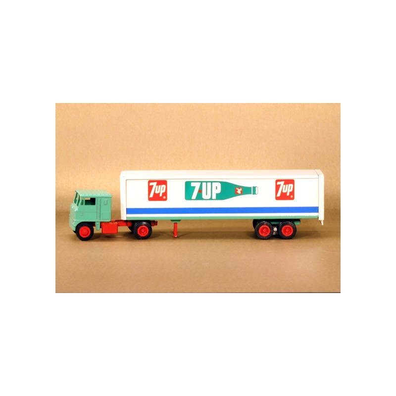 WINROSS 7UP TRACTOR AND TRAILER TRUCK