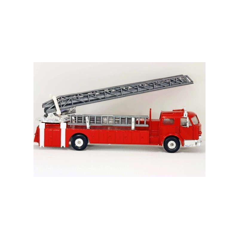 MODEL POWER  MP-7968 FIRE FIGHTERS FIRE ENGINE WITH LADDER TRUCK