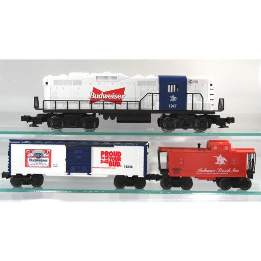 LIONEL 31960 POLAR EXPRESS TRAIN SET WITH THE ADDED DINER CAR AND